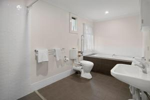 A bathroom at Busselton River Cottage