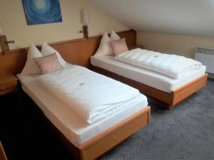 A bed or beds in a room at Wachauerhof