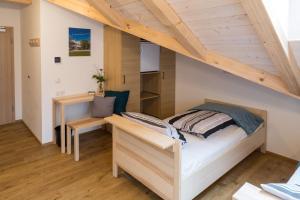 A bed or beds in a room at Pension Baumgartner