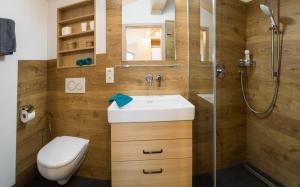 A bathroom at Pension Baumgartner