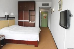A bed or beds in a room at New Ocean Paradise Hotel