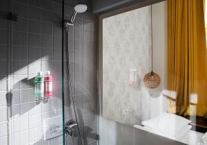 Salle de bains dans l'établissement Michelberger Hotel