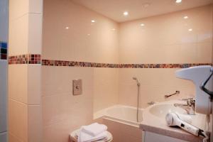 Salle de bains dans l'établissement Hotel Meyer