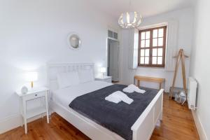 A bed or beds in a room at World Heritage House with River View