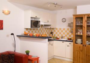 A kitchen or kitchenette at Madame Vacances les Mas de Saint Hilaire