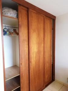 Uma ou mais camas em beliche em um quarto em Tahiti - Le Condo Ariitea