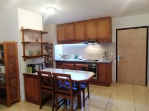 A cozinha ou cozinha compacta de Tahiti - Le Condo Ariitea