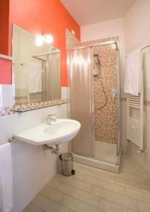 A bathroom at Affittacamere La Perla Del Conero