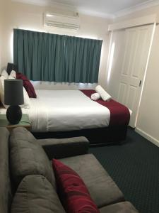 A bed or beds in a room at O'Shea's Royal Hotel