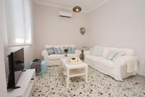 Area soggiorno di Vinieris Villas - Rea's Luxury Apartment