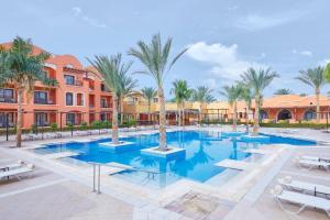 Het zwembad bij of vlak bij Jaz Dar El Madina
