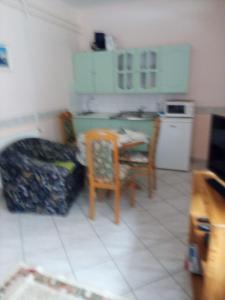 A kitchen or kitchenette at Tóth Vendégház