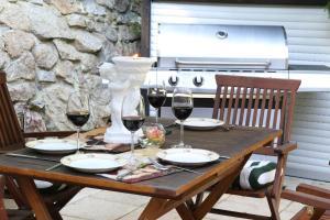 Ein Restaurant oder anderes Speiselokal in der Unterkunft Villa Rosenburg