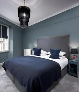 A bed or beds in a room at Cathedral House Hotel