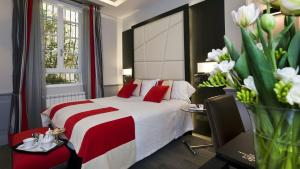 A bed or beds in a room at Duca d'Alba Hotel - Chateaux & Hotels Collection