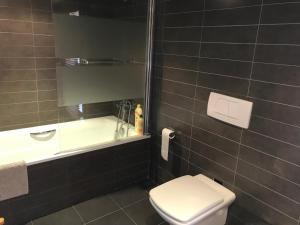 Un baño de Casa en el Priorat