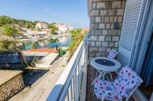 A balcony or terrace at Apartments Lorena Mljet