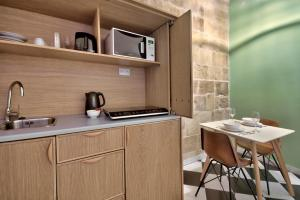 A cozinha ou kitchenette de The House in Old Mint Street