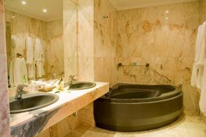 A bathroom at La Cueva Park