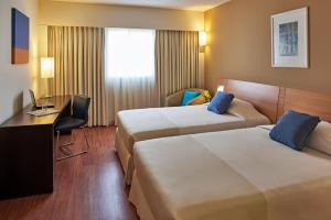 A bed or beds in a room at Novotel Lima San Isidro