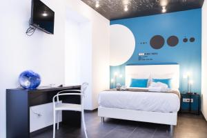 Un pat sau paturi într-o cameră la Planet House by TRIUS Hotels