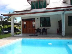 A piscina localizada em HUAHINE - Villa Tiare Tipanier (Tiarenui et Iti) ou nos arredores