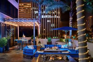 A restaurant or other place to eat at Renaissance Long Beach Hotel