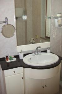 A bathroom at Hotel La Torre