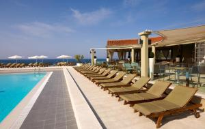 Der Swimmingpool an oder in der Nähe von Park Plaza Verudela Pula