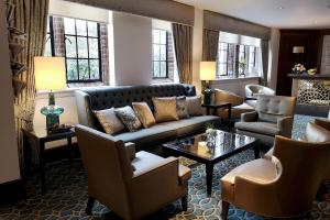 The lounge or bar area at Western House Hotel