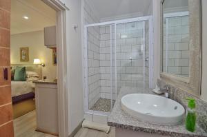 A bathroom at Clarens Retreat