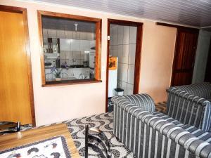 Uma área de estar em Gramado Suites Residence possui 5 quartos e 5 banheiros
