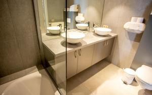 A bathroom at Hotel Paradisio by WP Hotels