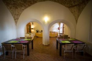 Un restaurante o sitio para comer en Hotel Convento San Diego