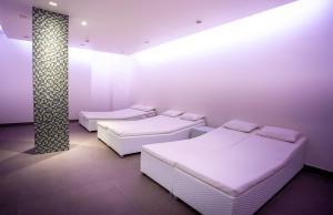 Een bed of bedden in een kamer bij Hotel Aazaert by WP Hotels