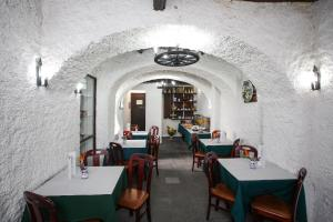 A restaurant or other place to eat at Hotel São Miguel