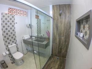 A bathroom at Hotel Pousada Experience João Fernandes
