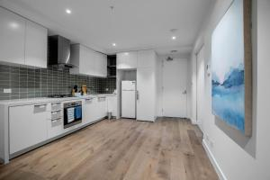 A kitchen or kitchenette at Fantastic 2 Beds APT in Boxhill W Great Location