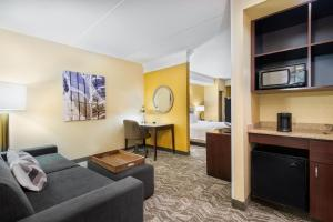 A seating area at SpringHill Suites by Marriott Wheeling Triadelphia Area