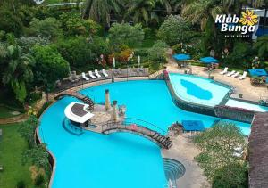 A view of the pool at Klub Bunga Butik Resort or nearby