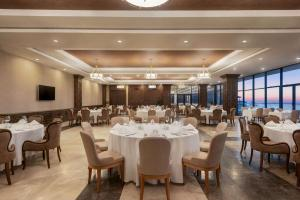 A restaurant or other place to eat at Ramada Resort by Wyndham Unye