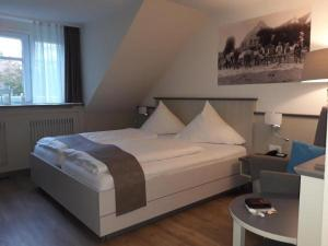 A bed or beds in a room at Hotel Klein Amsterdam