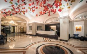 The lobby or reception area at Riu Plaza The Gresham Dublin