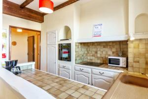 A kitchen or kitchenette at Cute apartment with balcony at the heart of Marseille - Welkeys