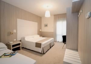 A bed or beds in a room at Hotel Atlantico