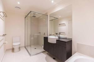 A bathroom at Homeplus-Escape to Modern Home in Hope Island