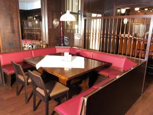 Ein Restaurant oder anderes Speiselokal in der Unterkunft Hotel Isenbütteler Hof