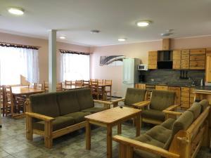Гостиная зона в Карелия коттедж Чародеи
