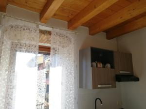 A kitchen or kitchenette at La Corte dell'Angelo