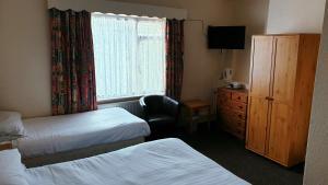 A bed or beds in a room at Medehamstede Hotel
